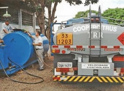 Foto de caminhão de abastecimento de combustivel